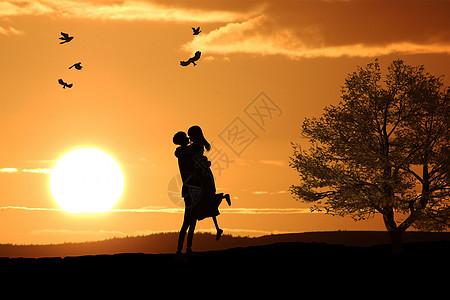 夕阳下相拥的情侣图片