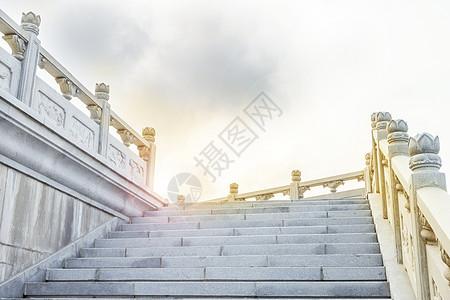 积极向上延伸的阶梯图片