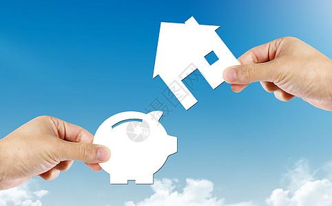 手中拿着纸储钱罐和房子的形状图片