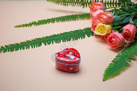 玫瑰花与心形礼盒图片