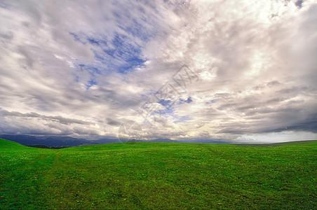 新疆特克斯草原云彩超广角图片