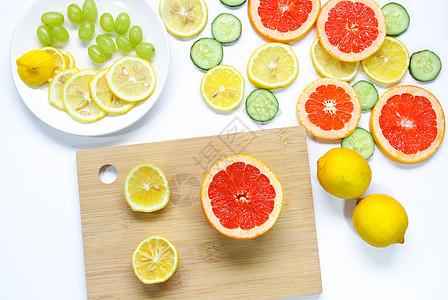 砧板上的柠檬西柚黄瓜片夏季水果静物素材图片