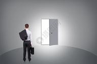 商务人士的成功之门图片