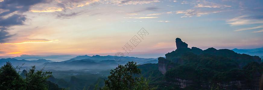 丹霞山日出山峰美景图片