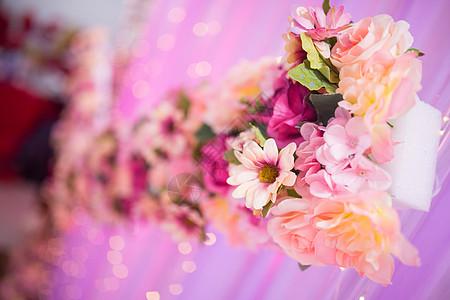 婚礼上的花艺装饰图片