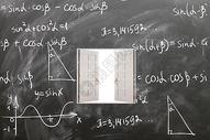 黑板上的知识大门图片
