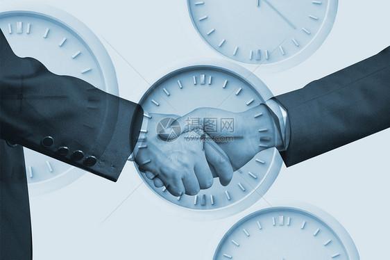 推钟表的人士图片