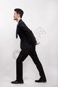 背上压力巨大的商务人士图片