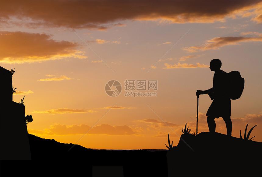 登山运动员剪影图片