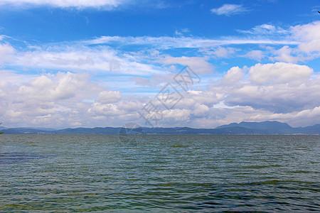 昆明滇池蓝天白云图片
