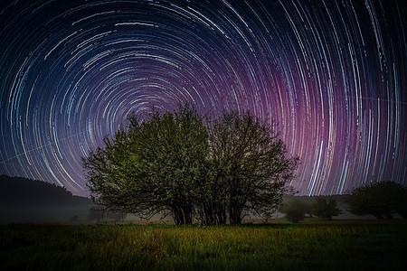 草原星轨图片