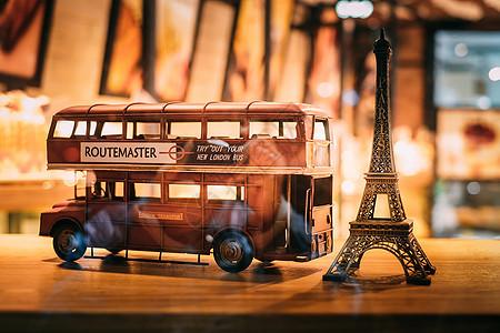 埃菲尔铁塔和伦敦大巴的摆件图片