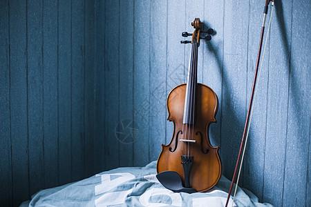 寂静的小提琴图片
