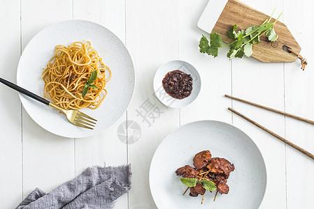 餐桌上的美食图片