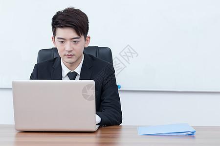 在办公室工作的白领企业老板图片