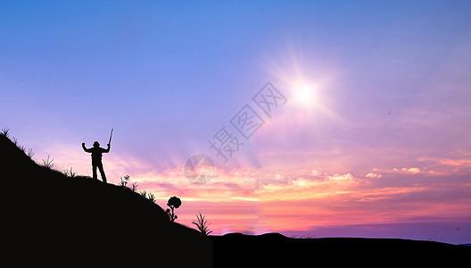 云山上的旅行人图片