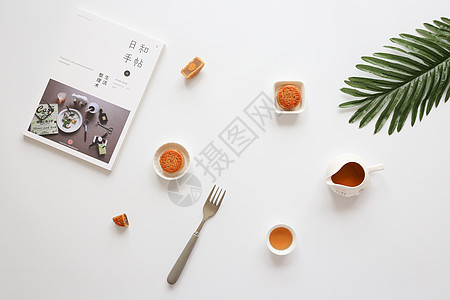 中秋节月饼白色背景静物图片
