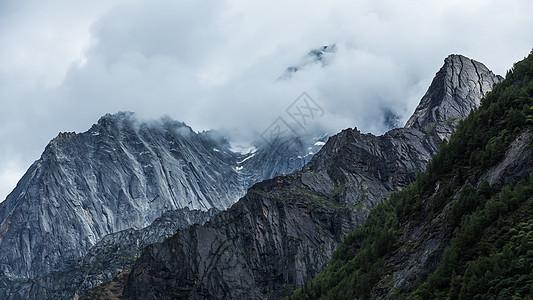云雾中的四姑娘山图片