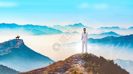 站在山峰上的人 图片