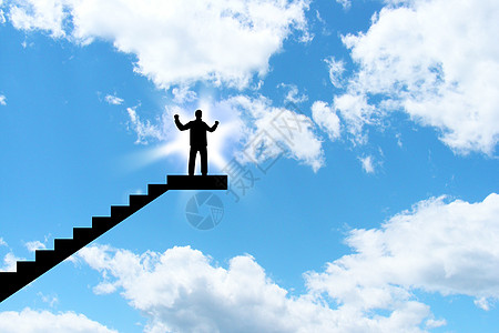 成功人士站立在台阶上图片