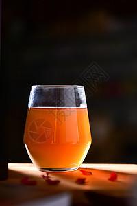 一杯子的橙汁图片