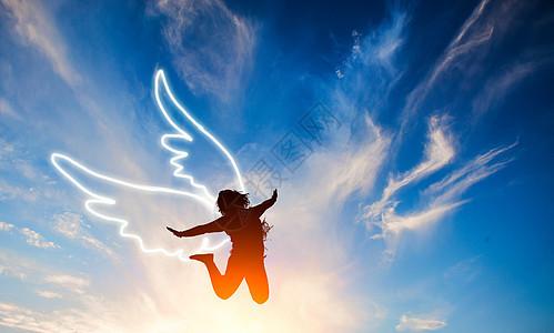 跳跃的美女剪影与翅膀图片