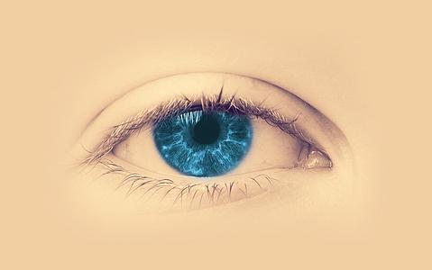 宝石蓝眼睛图片