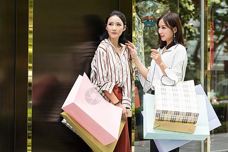 闺蜜美女开心购物逛街图片