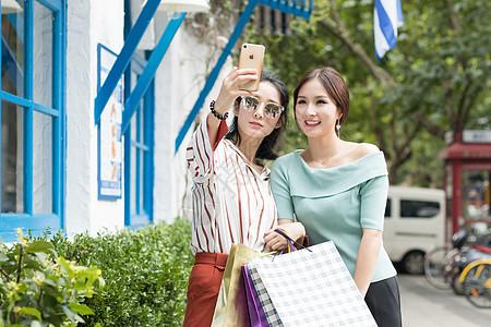 闺蜜逛街购物开心自拍图片