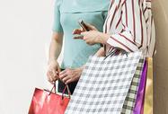 购物逛街提着购物袋的时尚美女500567664图片