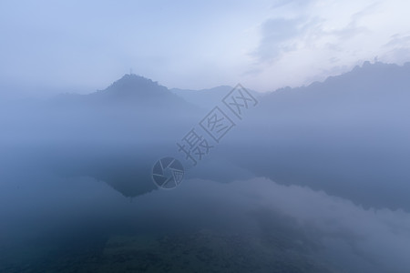 湖南郴州小东江朦胧晨雾图片