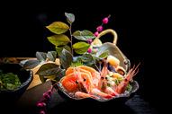 日本料理甜虾三文鱼刺身拼盘图片