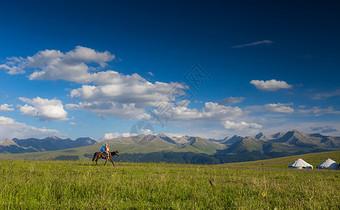 新疆喀拉峻草原美景图片
