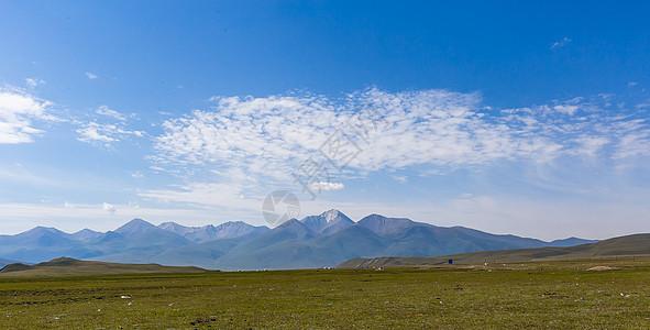 新疆草原山峰美景图片