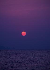 深圳南澳杨梅坑海滩露营日出图片