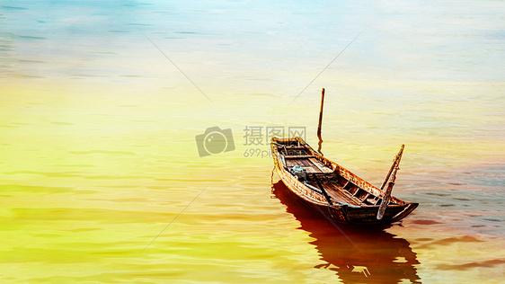 夕阳余晖下的渔船图片