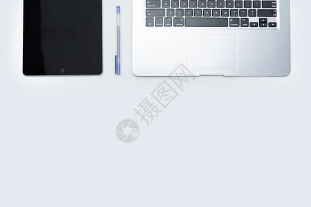 桌面上的办公电子产品图片