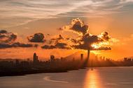 金光洒满城城市建筑风光图片