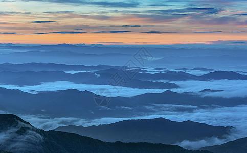 日出云海飞舞群山间图片