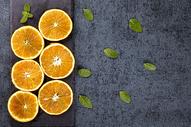 新鲜橙子切片背景图片