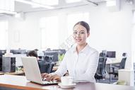 开放办公的商务职业白领女性图片