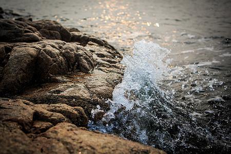 渤海边的浪花图片