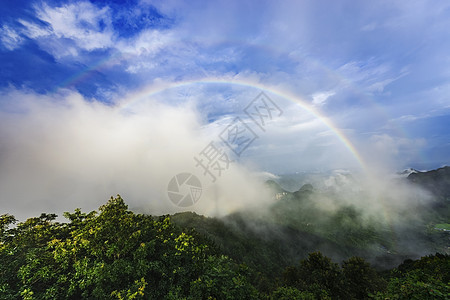 山间彩虹图片