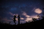 看流星的情侣图片