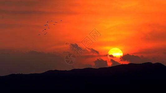 夏天海边唯美的落日图片