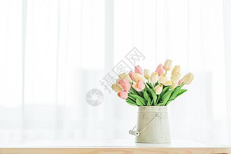 窗边的郁金香图片