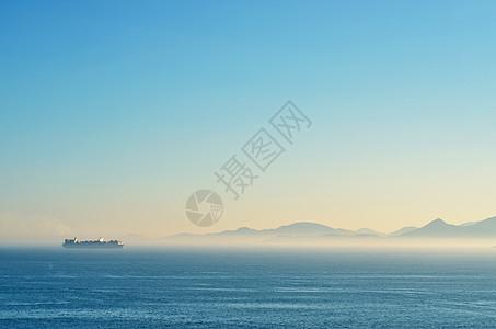 从远方归来的货船图片