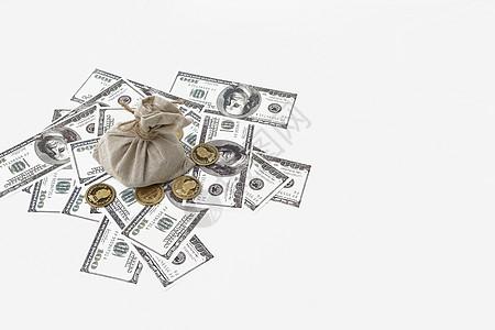硬币放在纸币上图片
