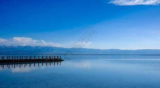 茶卡盐湖栈桥图片