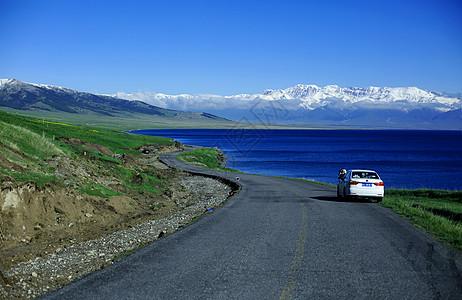 新疆赛里木湖公路图片